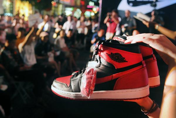 """揭秘中国神秘企业家:他一手缔造了""""鞋王"""",是任正非的铁粉"""
